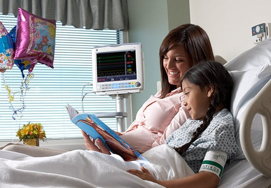 GE Healthcare B40 monitor integrates clinical information flow through clinical facilities to share patient data easily.