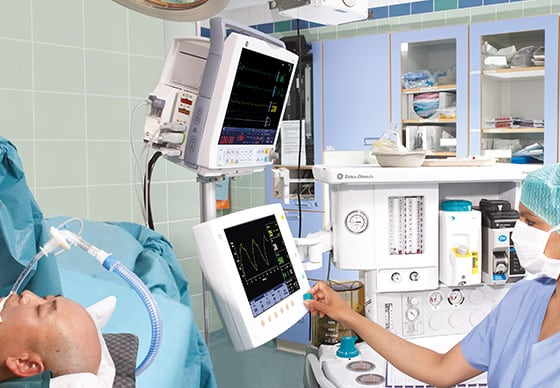 GE Healthcare B40 monitor with a 12.1-inch vibrant display supports up to six waveforms simultaneously.