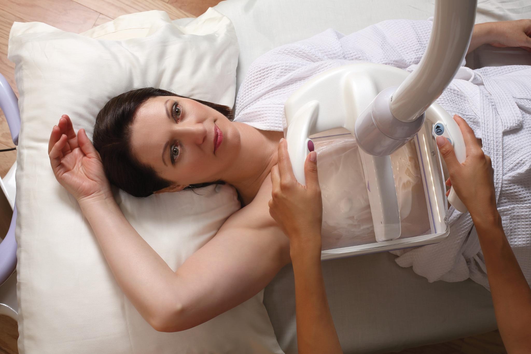 Invenia ABUS screening a patient