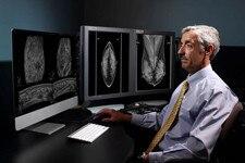 Radiologist using Invenia ABUS