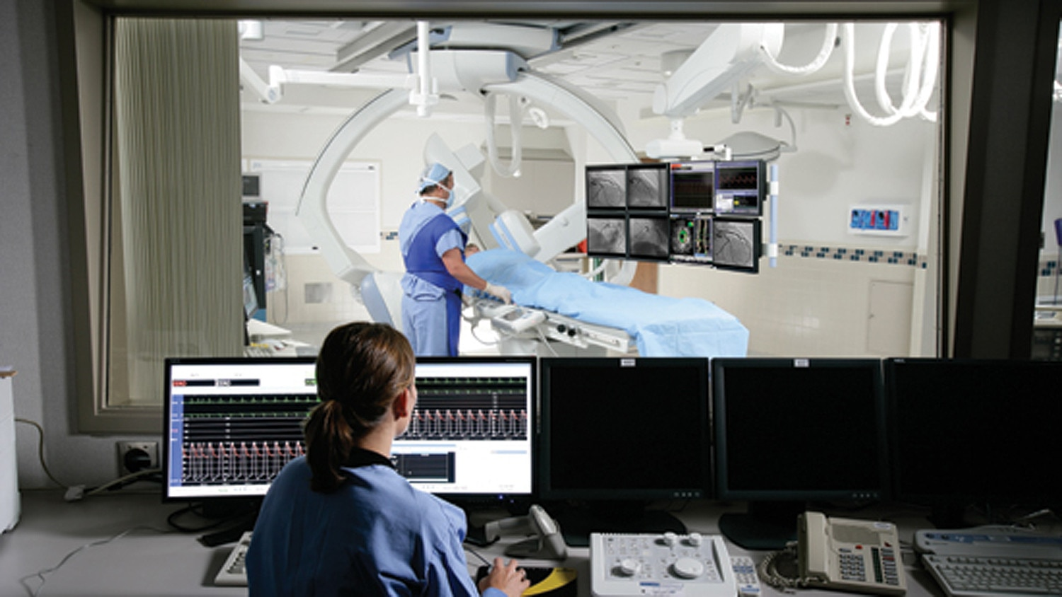 product-product-categories-interventional-x-ray-general-innova_2121iq_tech_monitors.jpg
