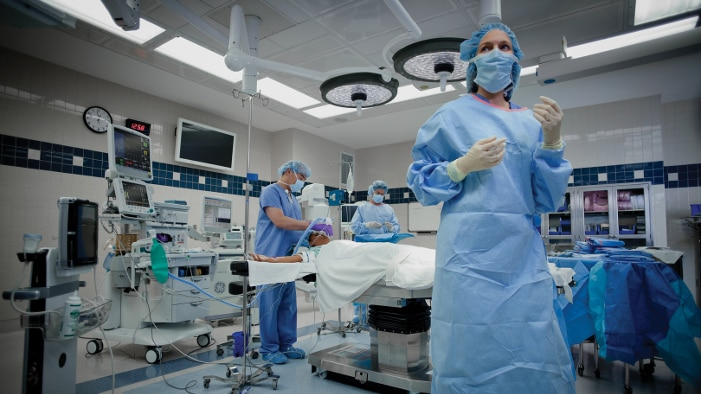 090_Surgeon_Walking_0024_LR_r1