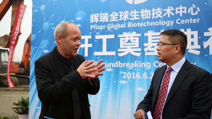 Johan Rosenquist (left) at a press conference in China last week for the announcement of the Global Biotechnology Center in Hangzhou, China. The center will be a hub for Life Sciences in the region, and will be equipped with KUBio modules. Above, KUBio modules being assembled in Wuhan, China.