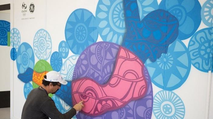 Cadumen, a Brazilian urban artist working at the Polyclinic.